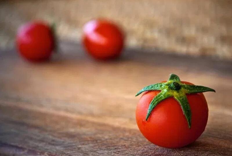 Trị thâm bằng cà chua