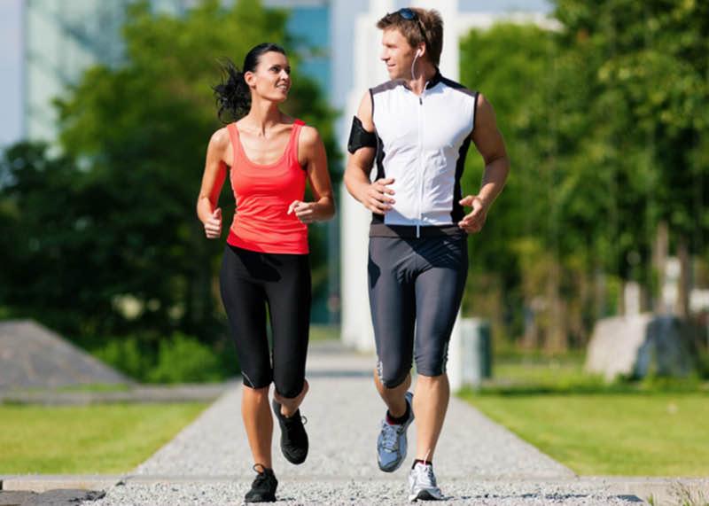 Duy trì một lối sống lành mạnh như tập thể dục hàng ngày, ăn uống đủ chất, sinh hoạt tình dục điều độ,… sẽ giúp hỗ trợ điều trị xuất tinh sớm.