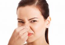 Khí hư có mùi hôi: chẩn đoán và cách chữa trị